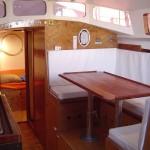 Salon avec cuisine à bâbord